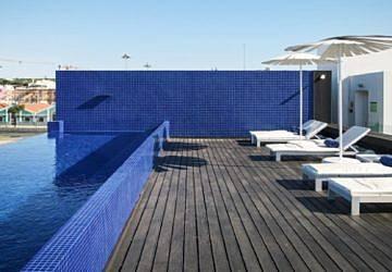 Já abriu a nova piscina do Altis Belém Hotel com vista para o Tejo