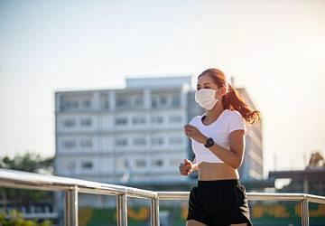 Afinal, usar máscara enquanto se pratica desporto fortalece ou aumenta o cansaço?