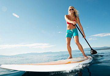 O exercício para fazer na praia e ter abdominais e pernas tonificadas