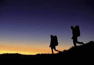 Prepare-se para uma caminhada por Palmela em noite de lua cheia