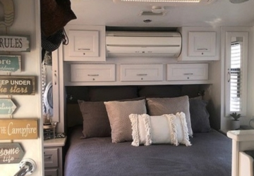 Este casal transformou uma caravana abandonada numa acolhedora casa de férias
