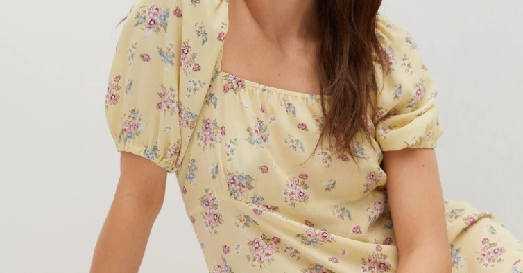 Vestido com estampado floral (17,99€)