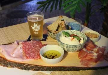 O novo bar de Setúbal tem cervejas e petiscos italianos para partilhar