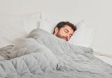 Os cobertores portugueses que ajudam a dormir melhor são vendidos em toda a Europa